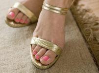女性の足の指脱毛
